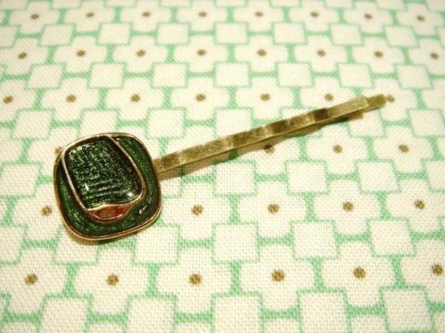 ヴィンテージボタンのレトロヘアピン C-グリーン