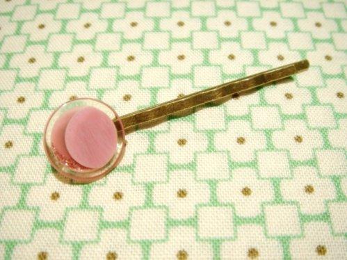 ヴィンテージボタンのレトロヘアピン D-ピンク