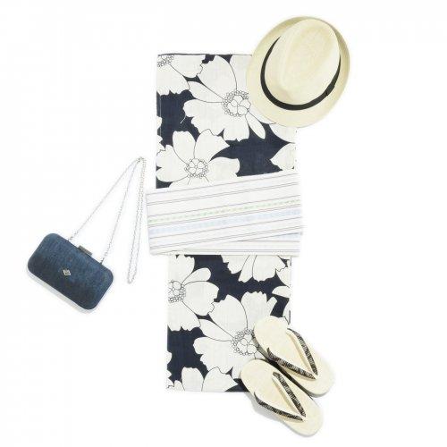 2017新作浴衣 紺地に白花のサムネイル画像