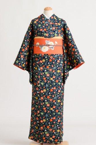 濃紺地にカラフルな菊唐草のサムネイル画像