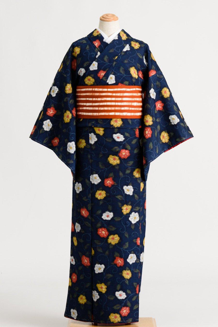 「紬 紺地に三色花」の商品画像
