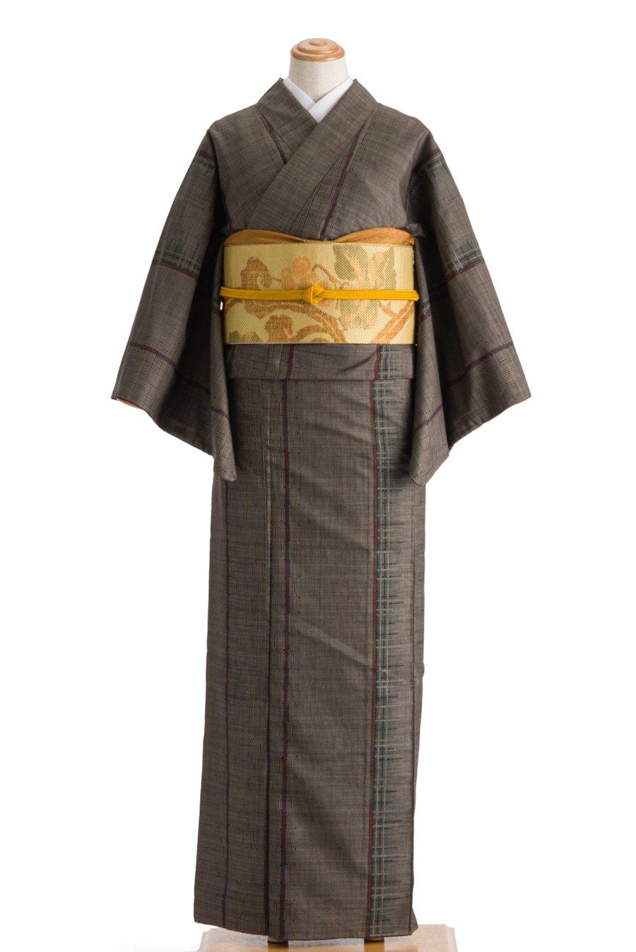 「大島紬 細い縞と亀甲」の商品画像