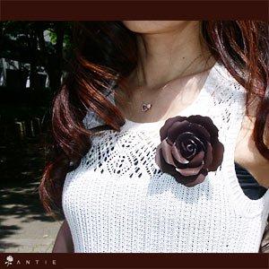 上質な革で手作りしたエレガント薔薇の花 ローズ コサージュ(こげ茶)