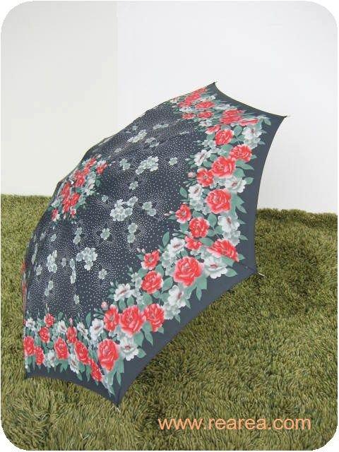 レトロな折りたたみ傘 ブラック×レッド花柄 雨具  y  ( アンブレラ カサ かさ*昭和レトロ雑貨
