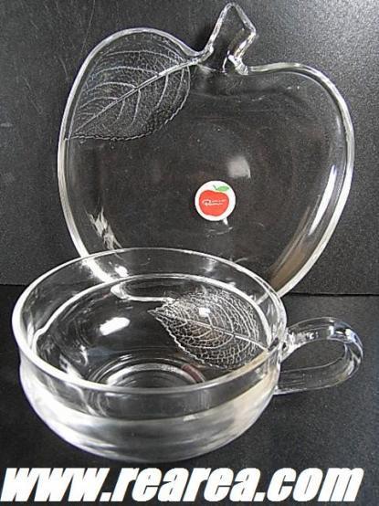 完売■ ガラスのカップとリンゴ型ソーサーセット B クリア