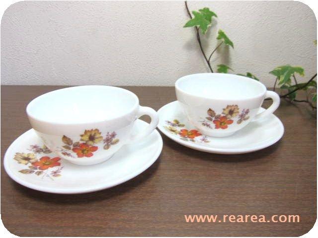 フランス arcopalアルコパル ペアカップ&ソーサー ミルクガラス花柄(耐熱ガラス製*昭和レトロ食器