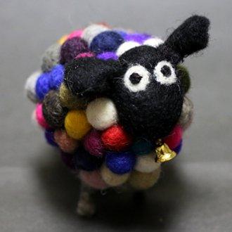 ネパールもこもこフェルトの羊