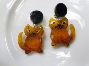 Pavone べっ甲色のネコのイヤリング(S7647)