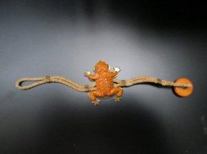 ベークライト からし色のカエルのブレスレット(S7544)