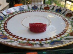 ベークライト チェリーレッド彫りのリング(S7736)