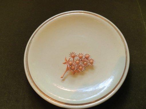 サーモンピンクの小花のブローチ(S7907)