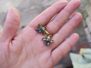 チェコビジュー 小さなハチのピアス 黄緑&みずいろ(S8060-1)