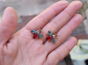 チェコビジュー 小さなハチのピアス 水色&赤(S8060-2)