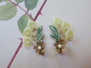 カラーのようなお花のイヤリング(S8160)