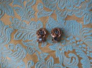 金色の小さな薔薇のイヤリング(S4921)