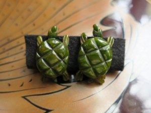 緑の亀のベークライトイヤリング(S8282)