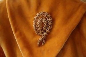 trifari 藤の花のようなゴールドリーフのブローチ(S8421)