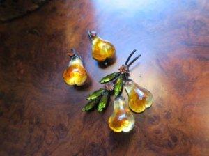 オーストリア フルーツブローチ&イヤリングセット 梨琥珀色(S8388)