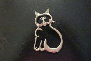 大きな縁取り猫のブローチ(S8448)