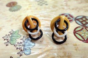 ベークライト クリームコーン輪っかが並んだイヤリング(S8457)