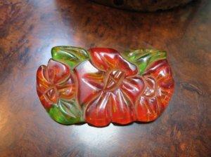 ベークライト 赤いお花のブローチ(S8169)