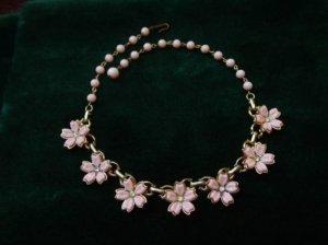 ヴィンテージ ピンクのお花のネックレス(Q)