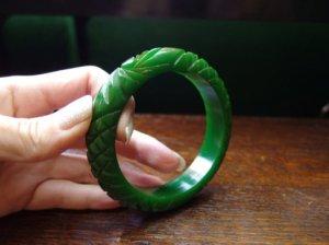 ベークライト 厚みのあるグリーンのバングル(S7004)