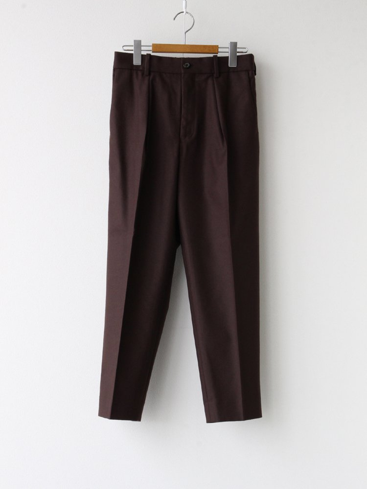 MARKAWARE|PLEAT FRONT PEGTOP #DARK BROWN [A20C-02PT01C]