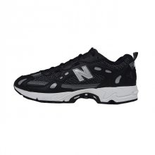 <img class='new_mark_img1' src='https://img.shop-pro.jp/img/new/icons1.gif' style='border:none;display:inline;margin:0px;padding:0px;width:auto;' />NEW BALANCE ML827 AAG BLACK
