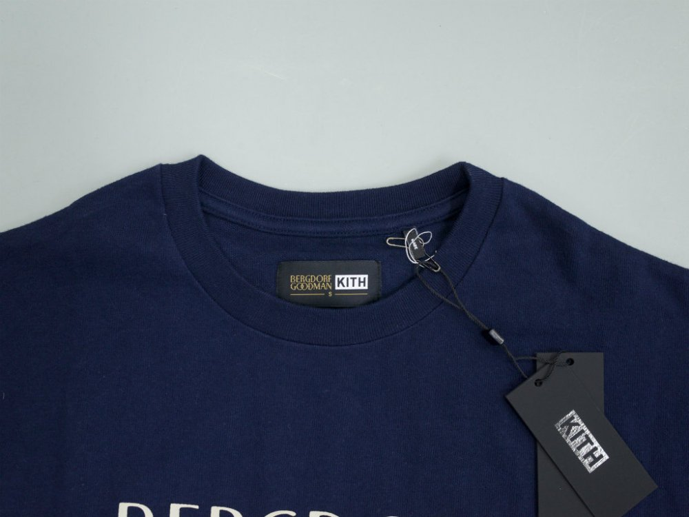 <img class='new_mark_img1' src='//img.shop-pro.jp/img/new/icons15.gif' style='border:none;display:inline;margin:0px;padding:0px;width:auto;' />Kith x Bergdorf Goodman Logo Tシャツ