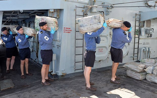 <img class='new_mark_img1' src='//img.shop-pro.jp/img/new/icons15.gif' style='border:none;display:inline;margin:0px;padding:0px;width:auto;' />00's Royal Navy Shorts navy イギリス海軍実物 ショーツ DEAD STOCK