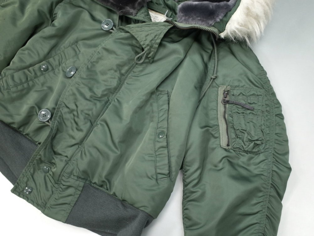 <img class='new_mark_img1' src='//img.shop-pro.jp/img/new/icons15.gif' style='border:none;display:inline;margin:0px;padding:0px;width:auto;' />VINTAGE 82's U.S.ARMY PARKA E,C,W ATTACHED HOOD  N-2B USED