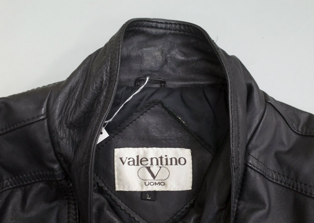 <img class='new_mark_img1' src='//img.shop-pro.jp/img/new/icons15.gif' style='border:none;display:inline;margin:0px;padding:0px;width:auto;' />VINTAGE 90s Valentino UOMO レザーブルゾン USED