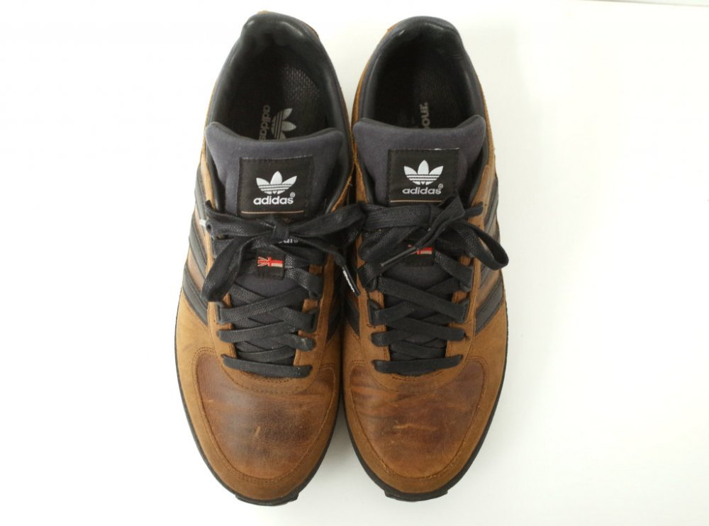 <img class='new_mark_img1' src='//img.shop-pro.jp/img/new/icons15.gif' style='border:none;display:inline;margin:0px;padding:0px;width:auto;' />adidas × barbour ZX レザースニーカー USED