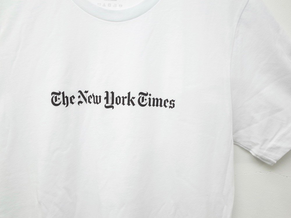 <img class='new_mark_img1' src='https://img.shop-pro.jp/img/new/icons20.gif' style='border:none;display:inline;margin:0px;padding:0px;width:auto;' />The New York Times  オフィシャル ロゴ Tシャツ white
