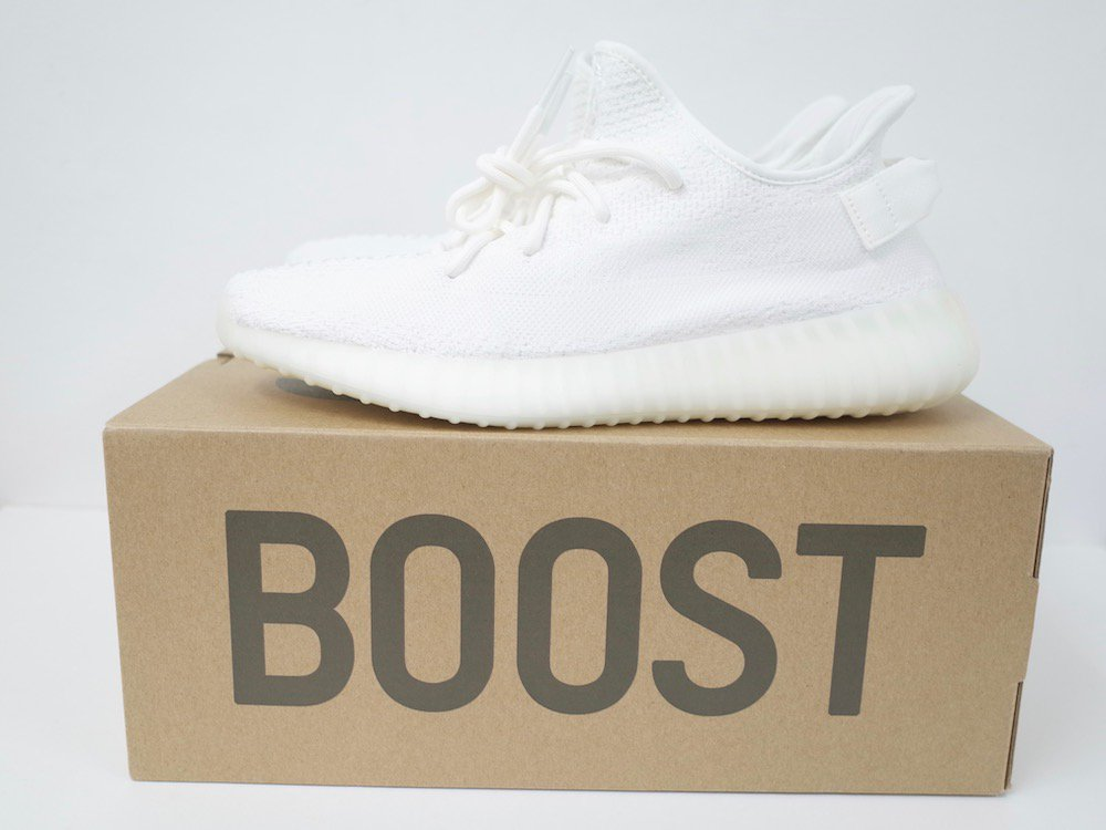 <img class='new_mark_img1' src='//img.shop-pro.jp/img/new/icons15.gif' style='border:none;display:inline;margin:0px;padding:0px;width:auto;' />adidas Originals YEEZY BOOST 350 V2 CWHITE/CWHITE/CWHITE スニーカー NEW
