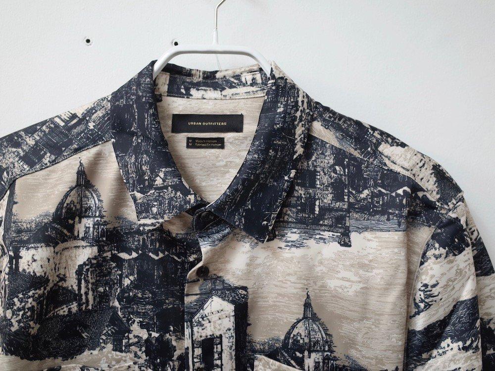 UO 総柄 L/S サテンシャツ