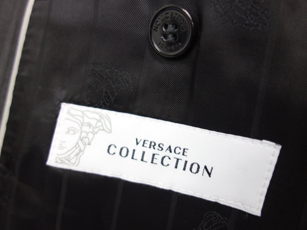 <img class='new_mark_img1' src='https://img.shop-pro.jp/img/new/icons15.gif' style='border:none;display:inline;margin:0px;padding:0px;width:auto;' />VERSACE COLLECTION セットアップ スーツ USED