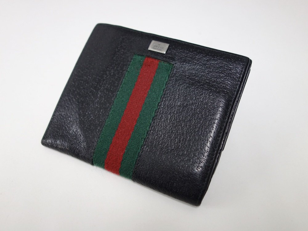 <img class='new_mark_img1' src='https://img.shop-pro.jp/img/new/icons15.gif' style='border:none;display:inline;margin:0px;padding:0px;width:auto;' />GUCCI  グッチ  シェリーライン レザー二つ折り財布 イタリア製 USED