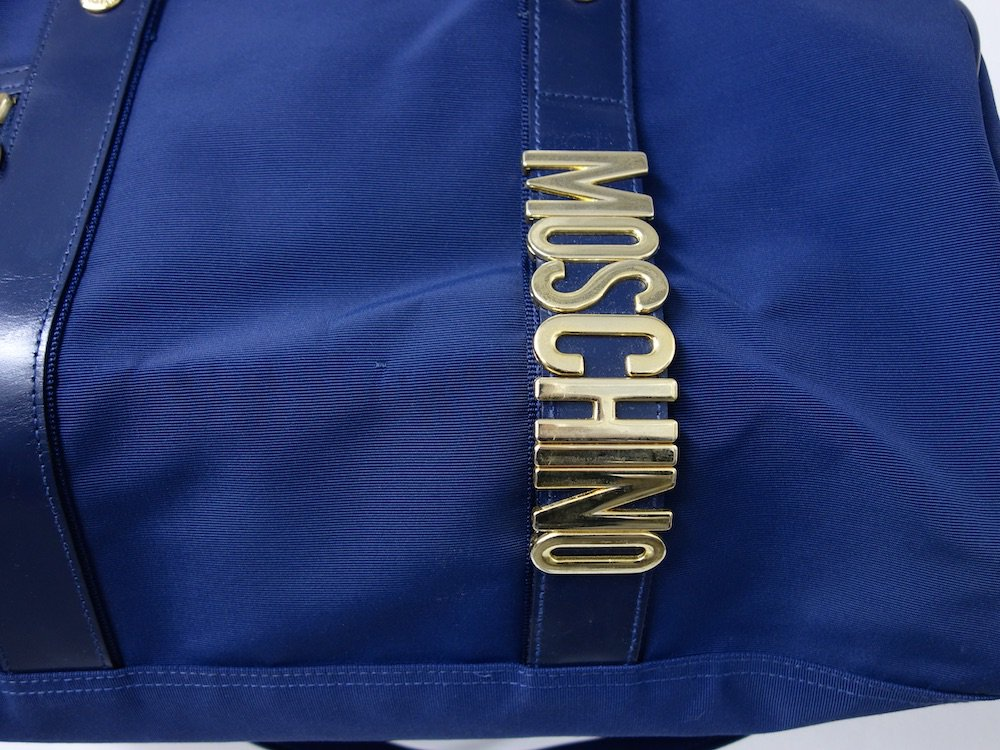 <img class='new_mark_img1' src='https://img.shop-pro.jp/img/new/icons15.gif' style='border:none;display:inline;margin:0px;padding:0px;width:auto;' />MOSCHINO  モスキーノ ロゴ ボストンバッグ