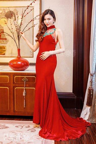 刺繍×ビーズ×レッド・ベルベット×マーメイドレーン・女優オーラのブライダル・チャイナドレス