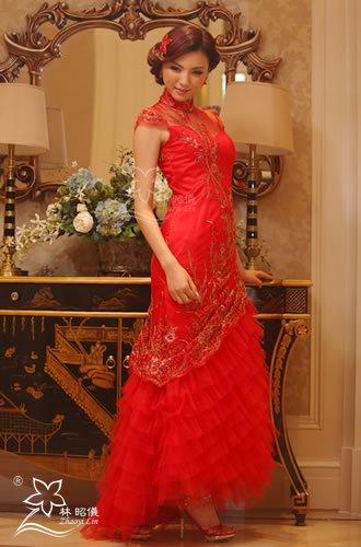 金糸刺繍×赤鳳凰×胸元シースルー×ミニトレーンの豪華なブライダル・チャイナドレス(オーダーメイド可)