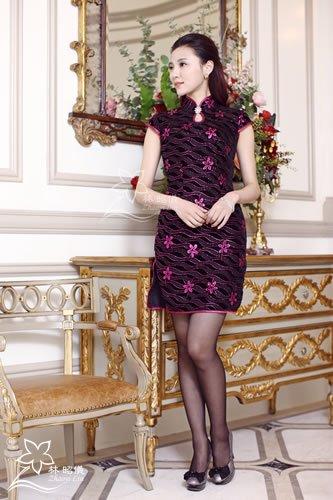 ローズ色ラメ・ベルベット×しずく襟×ダイヤブローチ・豪華なチャイナドレス
