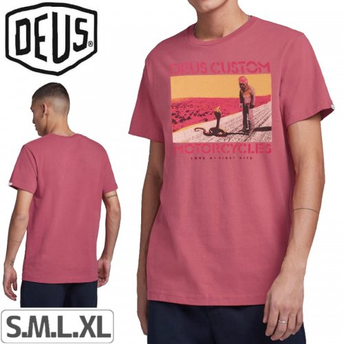 【DEUS EX MACHINA デウス サーフ ストリート Tシャツ】ROAD TRIP TEE【ピンク】NO23