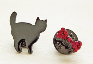 タックピン【猫と蝶ネクタイ】黒メタル