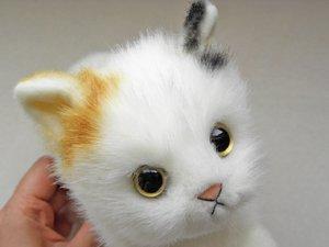 日本製の子猫ぬいぐるみ【ふせポーズ・三毛猫】Sサイズ