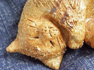 信楽焼きの猫【お昼寝茶トラ猫】