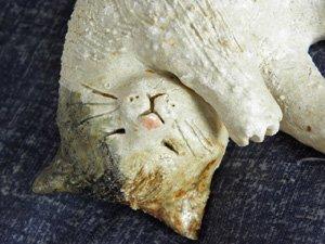 信楽焼きの猫【お昼寝三毛猫】