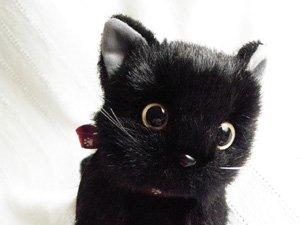 日本製の子猫ぬいぐるみ【おすわりポーズ・黒猫】Sサイズ