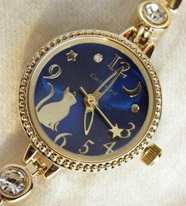 ブレスレットタイプの腕時計【月を見上げる猫 ゴールド】